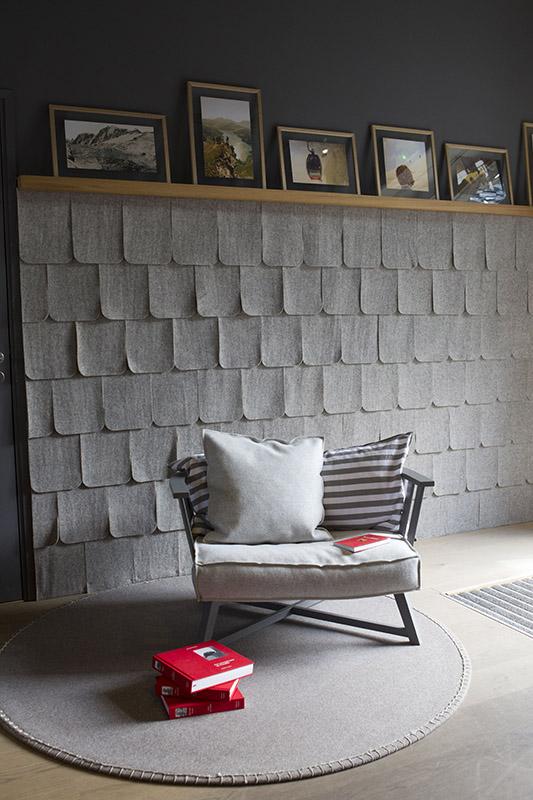 Faucigny – mur + fauteuil – JL Chauveau